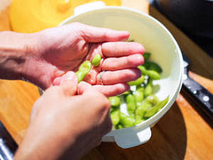 野餐料理輕鬆做 | 奶油玉米毛豆手捏飯糰
