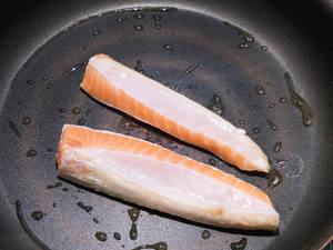 香煎鮭魚肚丼飯