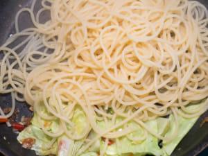 高麗菜佐櫻花蝦香蒜辣椒義大利麵