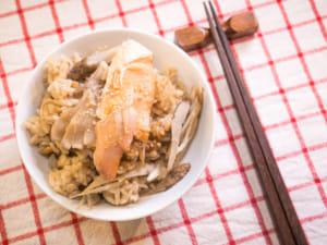 【昨日的美食】鮭魚牛蒡舞菇炊飯