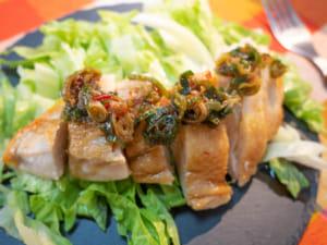 蒸雞胸肉佐蔥豆瓣醬汁|減肥料理
