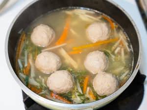 生薑貢丸雞湯