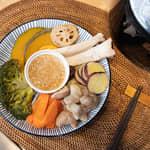 蒸秋季時蔬溫沙拉,佐味噌沙拉醬|象印微電腦電子鍋
