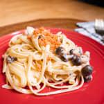鮭魚鴻禧菇奶油義大利麵