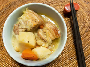 豬五花燉煮蔬菜高湯