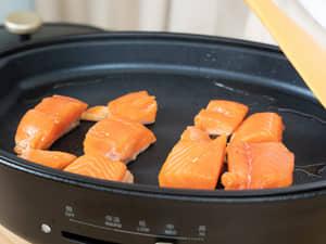 黑胡椒蒜片鐵板鮭魚|紐西蘭庫克山帝王鮭