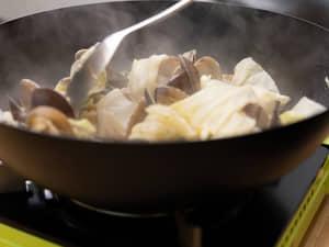 甩鍋炒一盤鑊氣十足的鮮蛤炒時蔬 JIA家嚐碳化鐵鍋