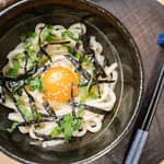 日式油拌烏龍麵|草上奔放牧蛋